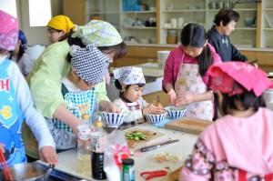 みんなで協力して料理を作ります