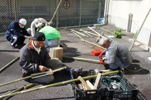 裏山から竹を切り出してきていただきました