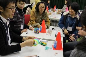 様々な材料を使って新しい遊びを創出する講座