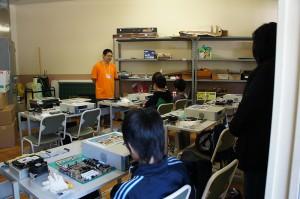 パソコン組立教室は、本体組立てから起動までを体験